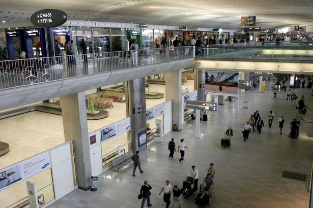 W dawnym terminalu będą odprawiane tylko zorganizowane grupy kibiców, a jeżeli główny terminal będzie miał zbyt wielu pasażerów czekających na odprawę, będzie przyjmował pojedynczych fanów piłki nożnej.