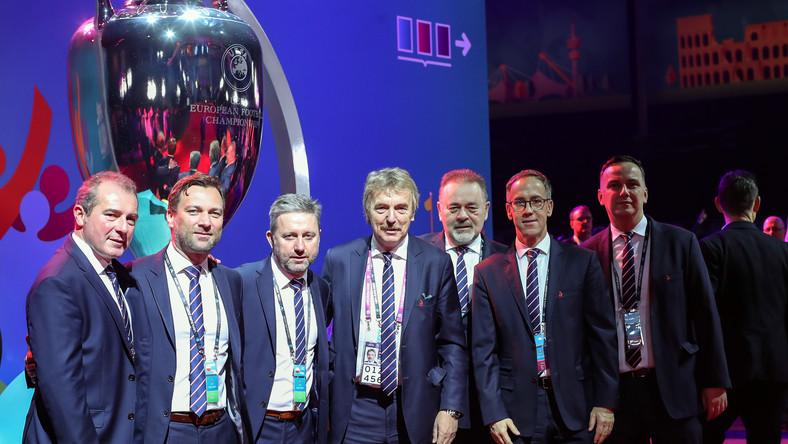Zbigniew Boniek (w środku)