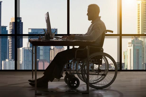 Pierwszą ze zmian jest ustalenie sztywnej wysokości dotacji z budżetu państwa, jaka jest co roku przekazywana do Państwowego Funduszu Rehabilitacji Osób Niepełnosprawnych (PFRON) na finansowanie dopłat do wynagrodzeń