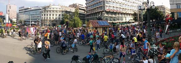 Biciklisti su se okupili na Trgu Republike Foto:Twiter Stonexman