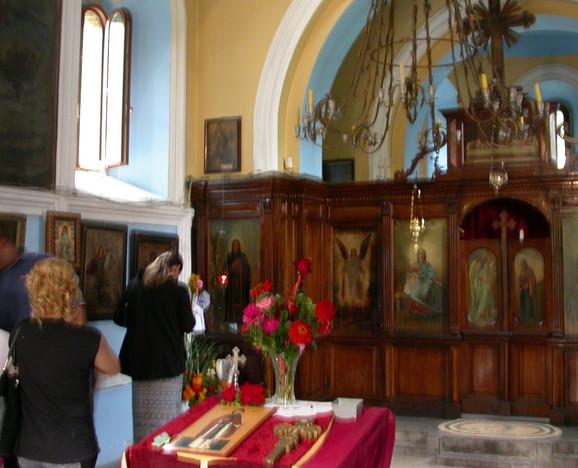 Manastir posećuje sve više vernika