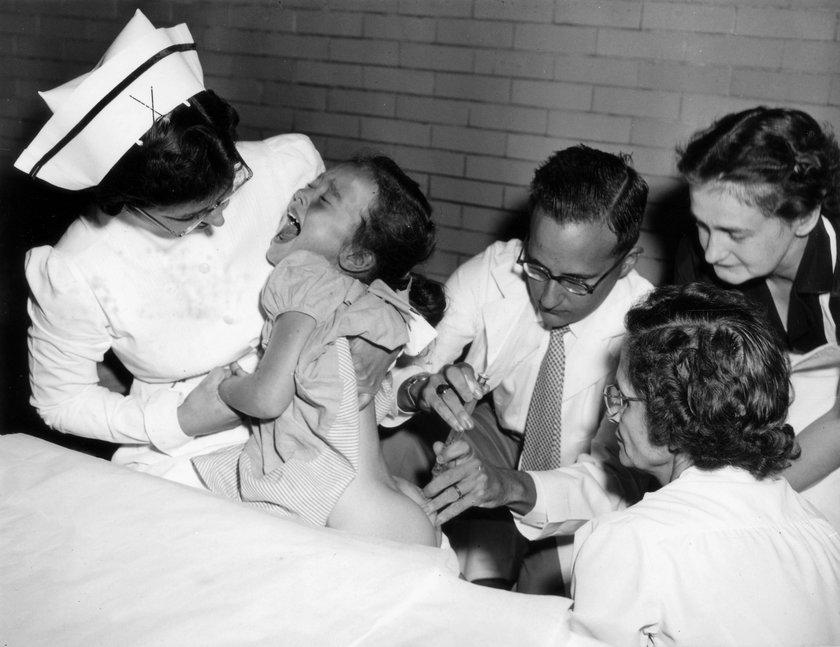 Masowe szczepienia przeciwko polio