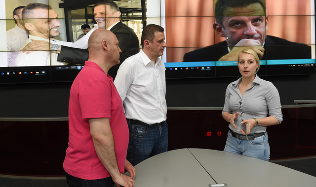 Jelenić u razgovoru sa Igorom Velimirovićem, urednikom sportske rubrike, i Mašom Drakulić, direktorkom našeg marketinga