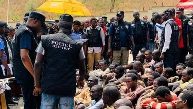 Alleged robbers caught after raiding communities in Lagos in lockdown season (Twitter: @NajeebBello)