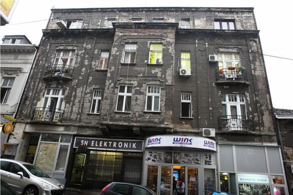 U dve zgrade Živko Vujisić je imao ukupno devet stanova