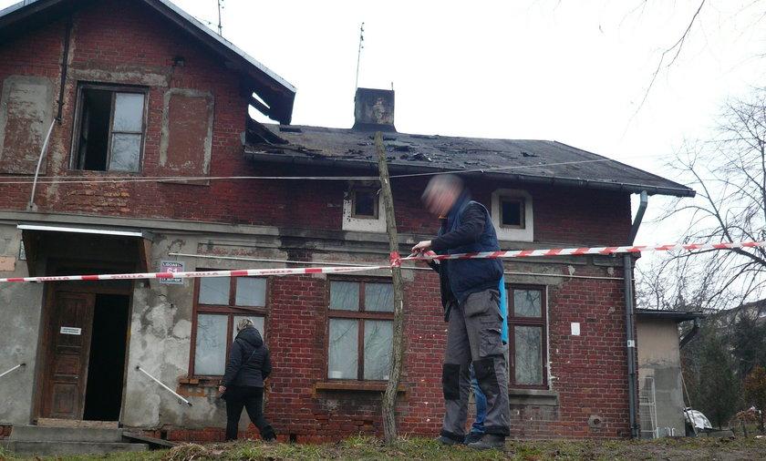 Łódź. Pożar mieszkania na poddaszu. Dwie osoby nie żyją