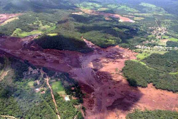 Pukla brana u Brazilu