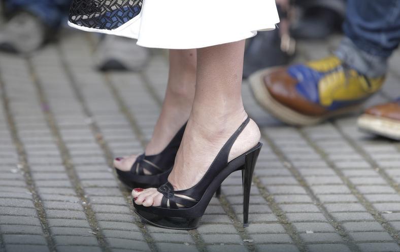 Penelope Cruz w za małych butach