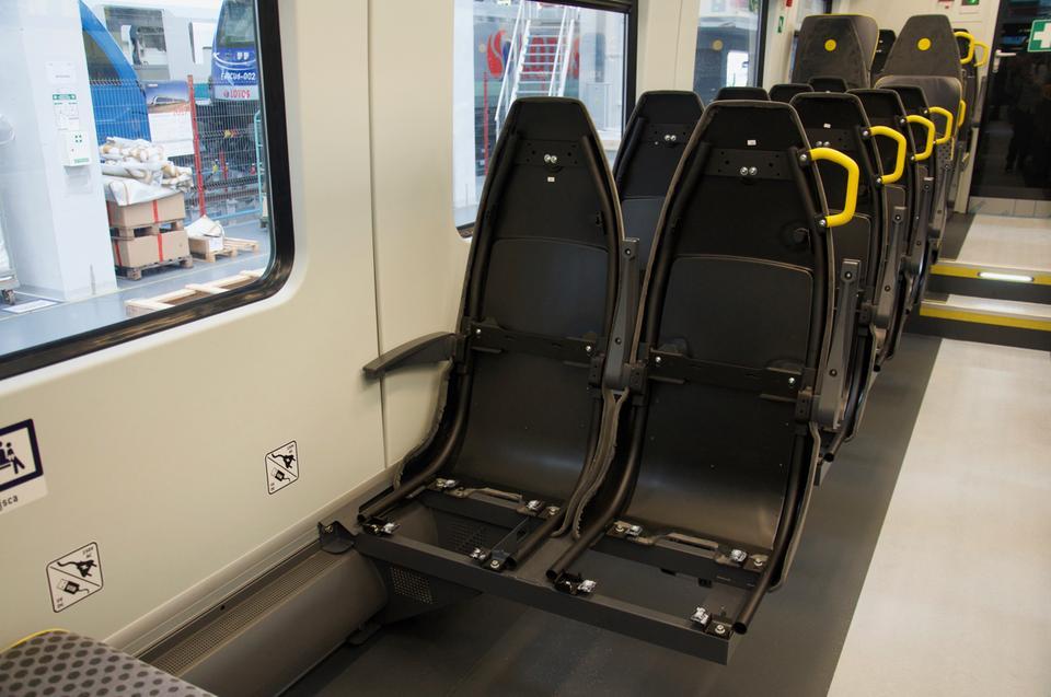 Wizyta w fabryce to okazja, by podejrzeć jak wyglądają fotele od środka, jeszcze przed zamontowaniem siedzisk, oparć i zagłówków.