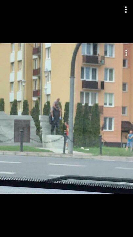 Szukają chuligana, który znieważył pomnik Lecha Kaczyńskiego