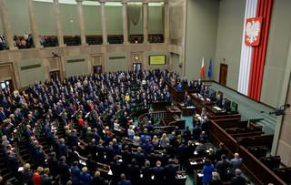 'Przekupujecie kobiety jałmużną'. Sejm przegłosował projekt ustawy 'Za Życiem' po burzliwej debacie