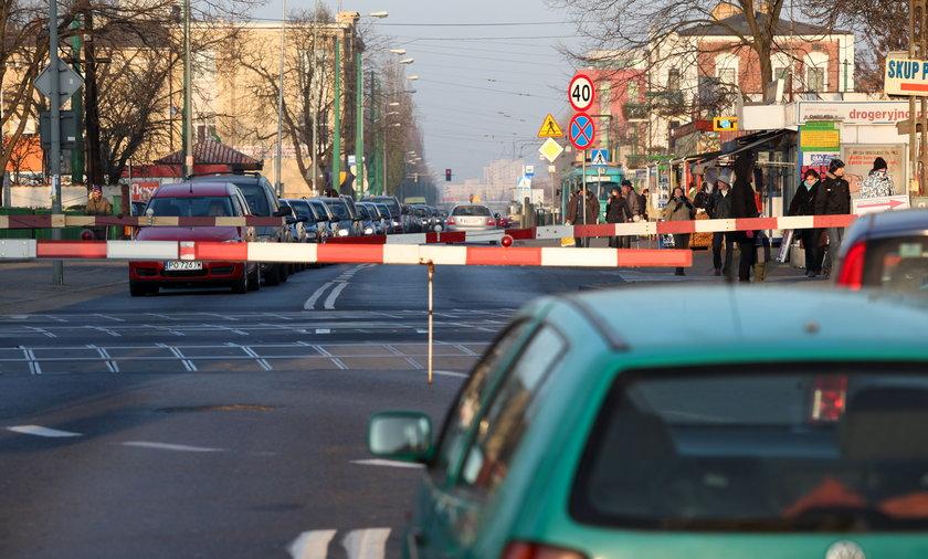 Przejazd kolejowy na Starołęce jest niebezpieczny.