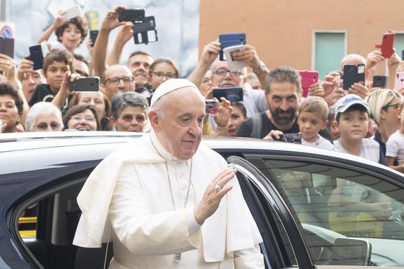 """""""Ona je most do srca onih koji su skrenuli sa božjeg puta"""": Vatikan predstavio novu verziju aplikacije za molitvu"""