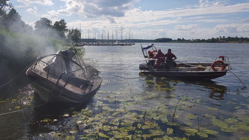 Na Mazurach spłonęły dwie łódki w Ostródzie