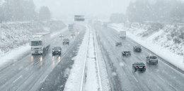 Niebezpiecznie na drogach z powodu śniegu, deszczu i mgły