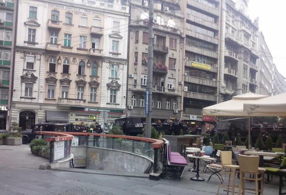 Policijski kordon na početku Knez Mihajlove ulice
