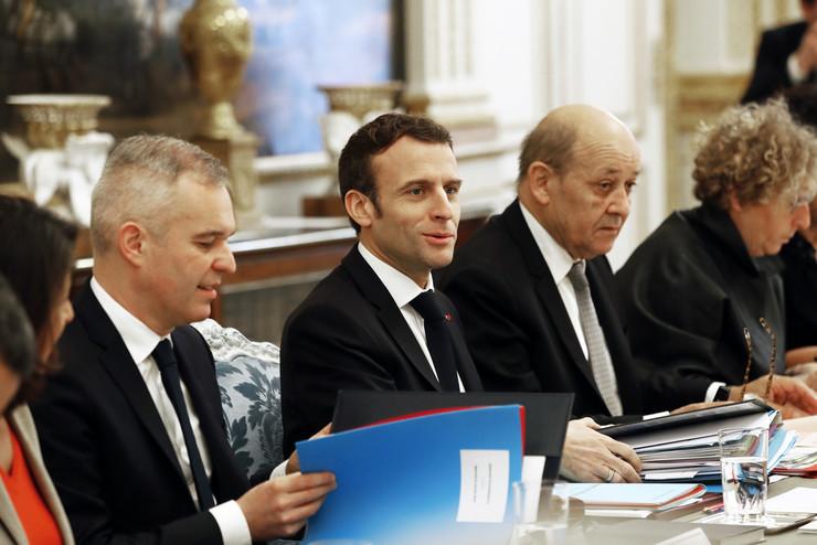 francuska vlada makron