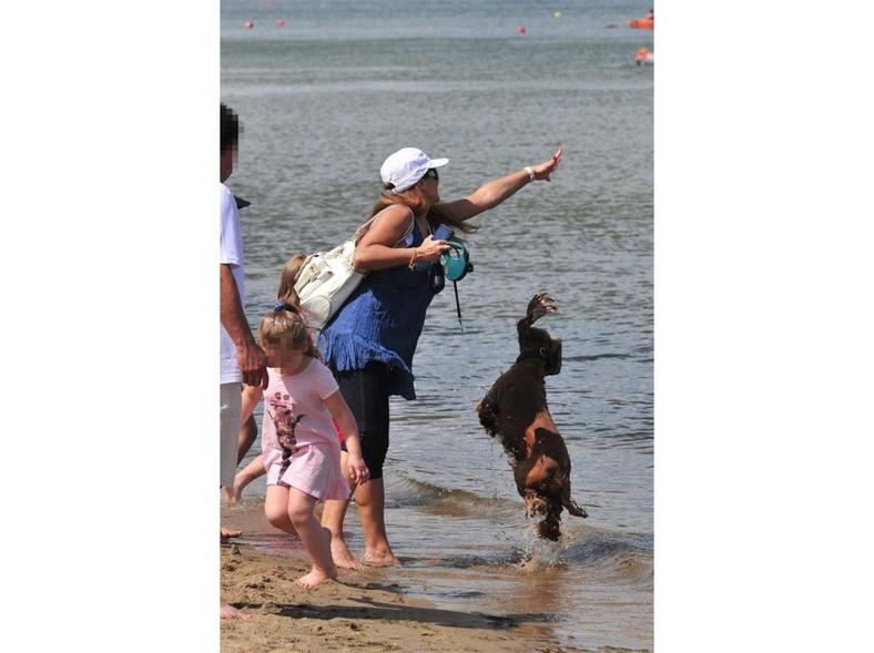 Mimo widocznej już ciąży Kasia aktywnie spędzała czas na plaży.