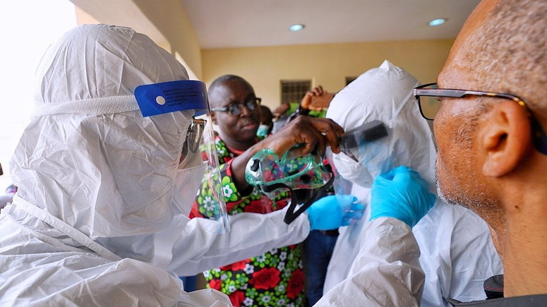 Lagos State Governor, Mr Babajide Sanwo-Olu; during an inspection visit to the Emergency Operations Centre and Biosecurity Unit at Mainland Infectious Disease Hospital Yaba, on Sunday, March 1, 2020. (Twitter @jidesanwoolu)