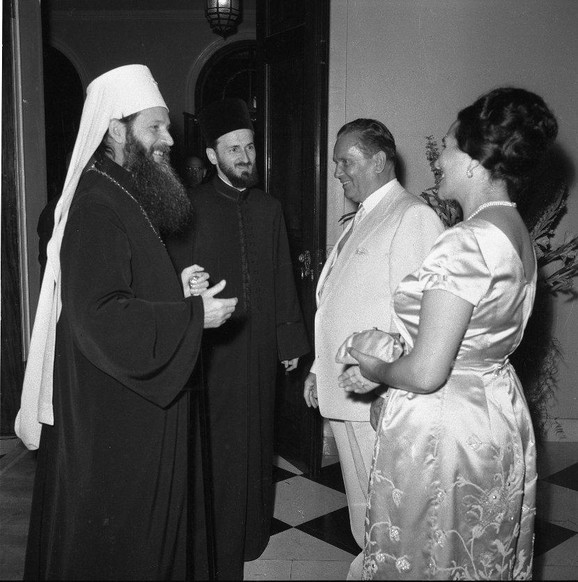 Patrijarh German u društvu Josipa Broza Tita i njegove supruge Jovanke, Foto: Stevan Kragujević