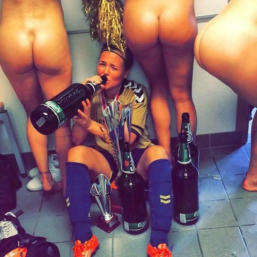 Piłkarki Broendby Kopenhaga pokazały pupy!