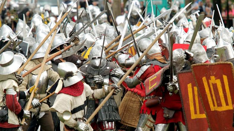 Tegoroczna inscenizacja rozpoczęła się od scen napadu i spalenia przygranicznej wsi przez Krzyżaków. Potem przy zgliszczach pojawili się polscy rycerze. Na wieść o tym, co dzieje się na pograniczu, król rozesłał wici i wezwał rycerzy na wyprawę wojenną.