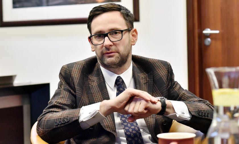 Daniel Obajtek chciał zakazać dziennikarzom pisania o swoim majątku. Sąd nie podzielił jego zdania.