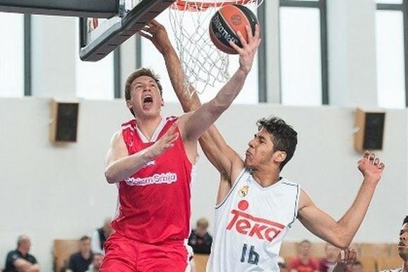 Aleksa Radanov, 19-godišnji krilni košarkaš Zvezde na pozajmici u FMP-u