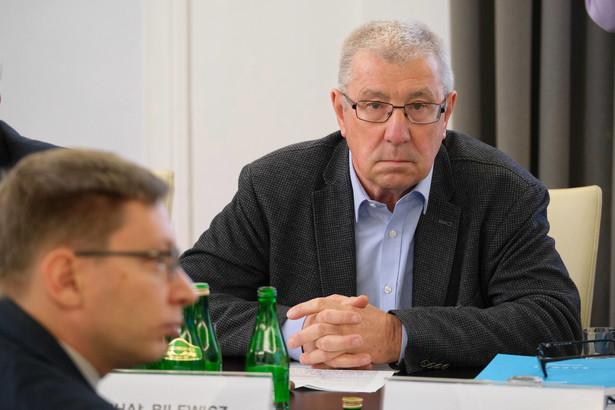Jan Dworak przewodniczący KRRiT w latach 2010–2016, prezes TVP w latach 2004–2006. Należał do Unii Demokratycznej, Unii Wolności, Stronnictwa Konserwatywno-Ludowego i Platformy Obywatelskiej, z której wystąpił, gdy został prezesem telewizji publicznej