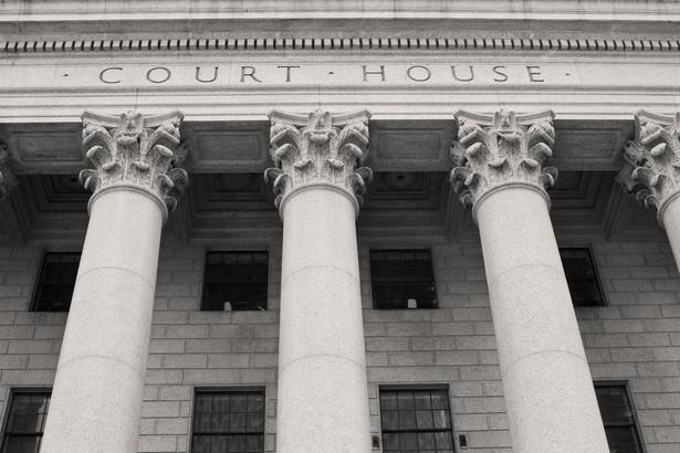 Spór między ministrem a sędzią o przeniesienie do innego sądu to spór między przełożonym a podwładnym.