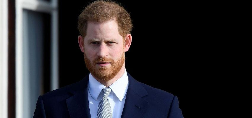 Książę Harry pisze książkę o życiu w rodzinie królewskiej. Pałac Buckingham zareagował!