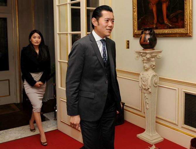 Kraljevski par uglavnom nosi tradicionalnu odeću Butana