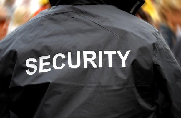 Deregulacja zawodów, zamiast ułatwić dostęp do wykonywania profesji ochroniarza, tylko go utrudniła, sprawiając przy tym nie lada kłopoty firmom ochroniarskim.