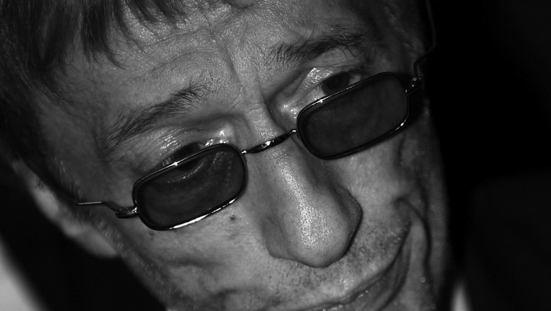 Urodził się 22 grudnia 1949 roku w Anglii. Pod koniec lat pięćdziesiątych wspólnie z rodzicami wyemigrował do Australii.