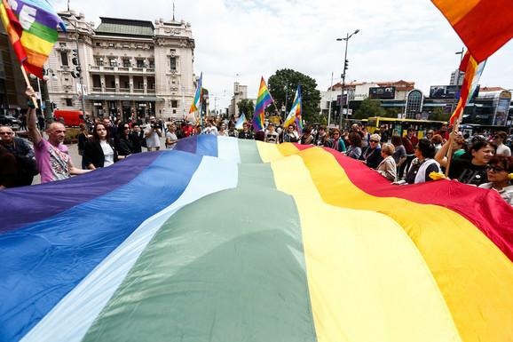 Prizor s LGBT skupa na Trgu Republike