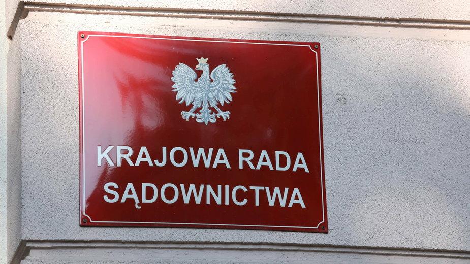 Członek KRS nie wpisał do oświadczenia majątkowego dochodów z Rady
