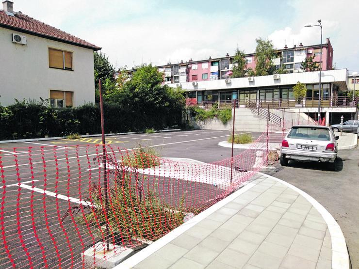 Kraljevo Parking iza Osnovnog suda - Foto Nenad Božović