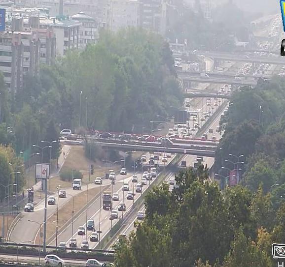 Uobičajen jutarnji špic na auto- putu na  Novom Beogradu