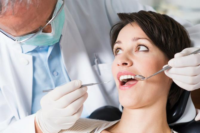 Pokvareni zubi su često uzrok neprijatnog zadaha