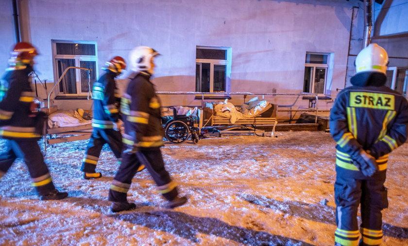 Chojnice: Mieszkańcy płaczą po ofiarach pożaru w hospicjum