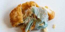 Skandal w popularnej restauracji. 6-latka znalazła to w kawałku kurczaka