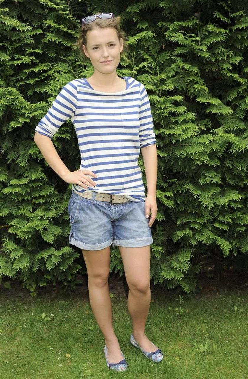"""Olga Frycz (23 l.) to początkująca aktorka. Aktualnie możemy podziwiać ją w serialu """"Dom nad rozlewiskiem"""". Córka Jana Frycza nie ogranicza się jednak to telewizji"""