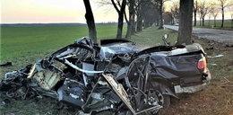 19-latek w bmw roztrzaskał się o drzewo. Zginął w drodze do domu