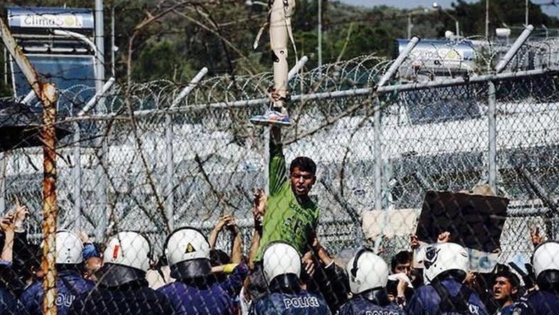 Starcia z policją w obozie dla uchodźców na Lesbos