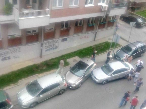 Mesto na kom je dečak udario u parkirane automobile