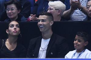 ĐOKOVIĆEV MEČ JE BIO SAMO UVOD U ROMANTIČNO VEČE Ronaldo zaprosio Georginu u Londonu, ona se već pohvalila prstenom