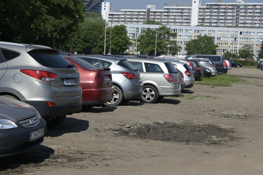 Dziki parking zamienił się w park