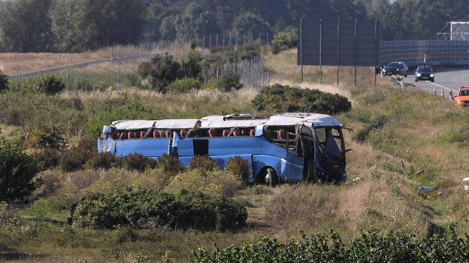 Wypadek autokaru przewożącego dzieci na autostradzie A1 w okolicy miejscowości Stanisławie