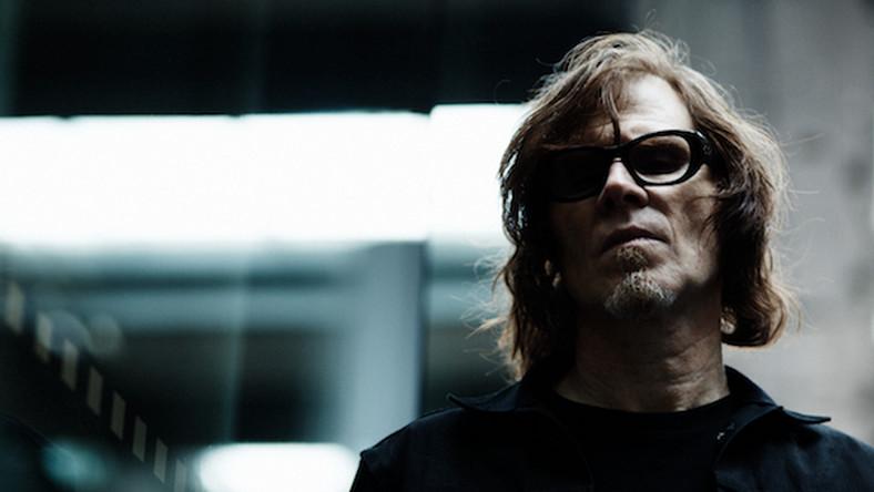 """Koncerty zbiegną się z premierą płyty """"A Thousand Miles of Midnight"""", która ukaże się 23 lutego. Znajdą się na niej remiksy utworów z wydanego na jesieni longplaya """"Phantom Radio"""" oraz epki """"No Bells On Sunday"""". Odpowiadają za nie m.in. UNKLE, Moby, Thomas Barfod, Mart Stewart oraz Greg Dulli z Afghan Whigs i Soulsavers, z którymi Lanegan współpracował"""