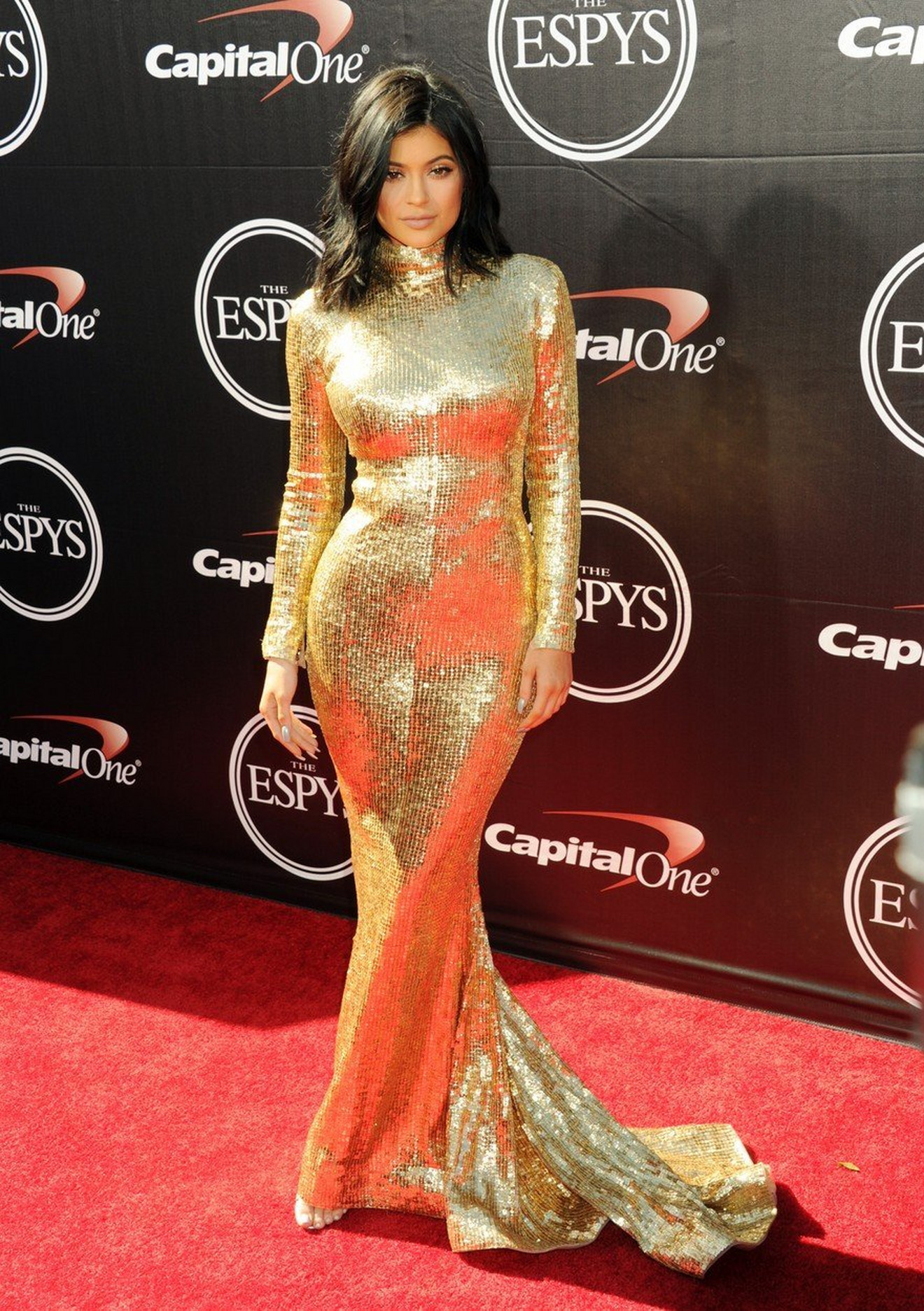 Kajli Džener u zlatnoj haljini